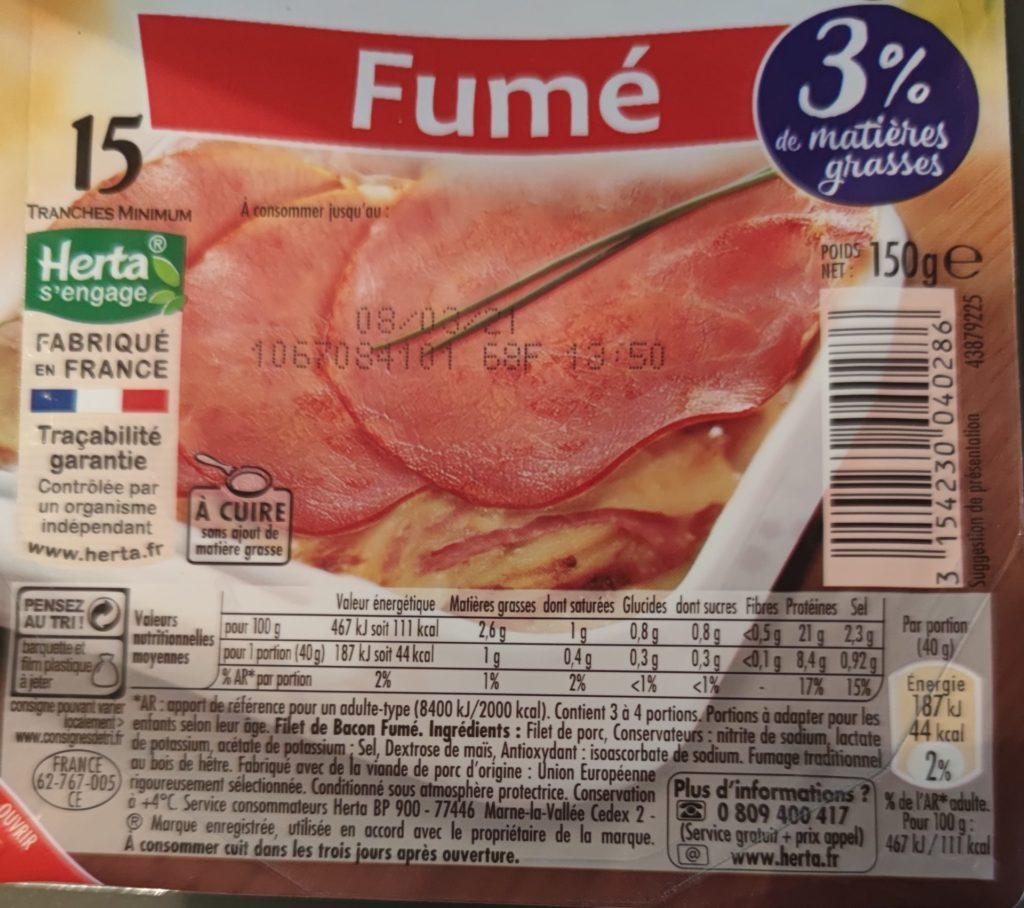 Etiquetage montrant la liste d ingrédients et les valeurs nutritionnelles de tranches de bacon